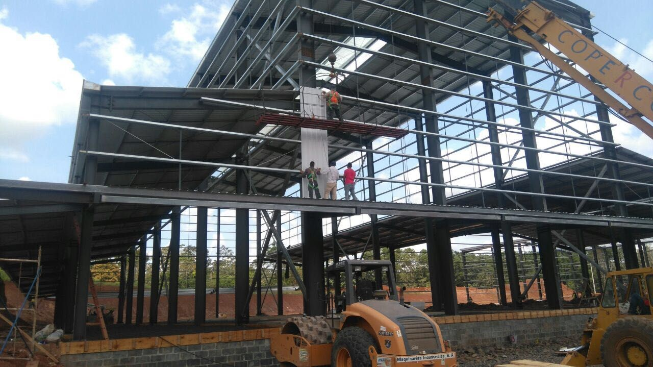 pre engineered steel structure coffee factory is being assembled by professionals